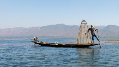 Pêcheur Intha sur le lac Inle