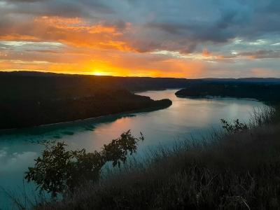 Coucher de soleil sur le lac de Vouglans